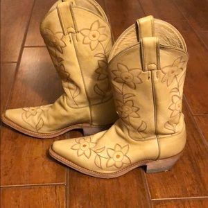 Justin embroidered flower cowboy boots